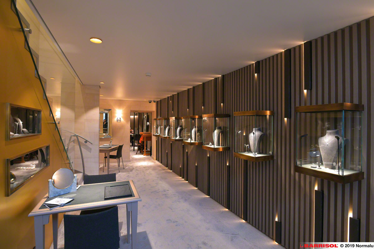 Jewellery with Acoustic & air conditioning system Ceilings by Barrisol